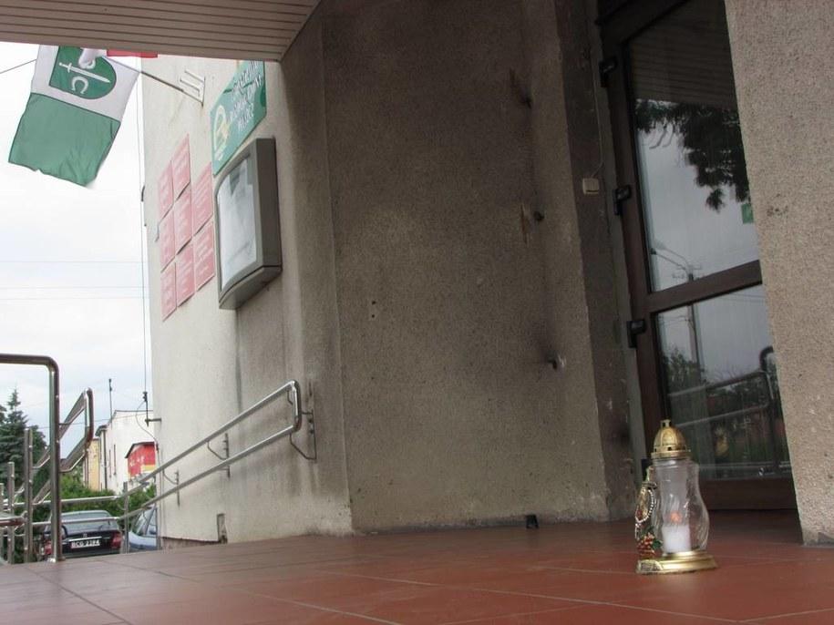 W miejscu, gdzie zmarł mężczyzna, stoi dziś znicz / Fot. Tomasz Fenske, RMF FM /Tomasz Fenske /RMF FM