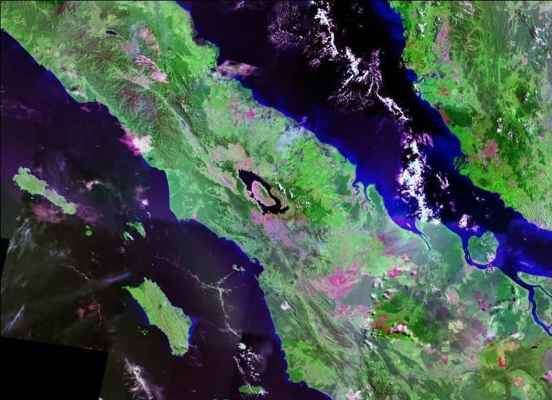 W miejscu megawulkanu jest jest  teraz jezioro Toba /NASA