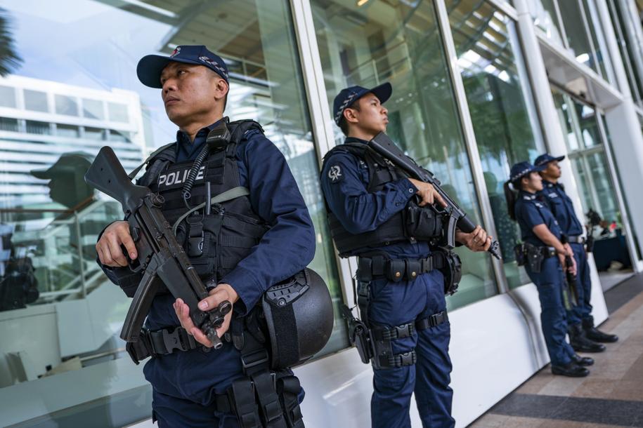 W miejscu spotkania przywódców zastosowano wyjątkowe środki bezpieczeństwa /JIM LO SCALZO /PAP/EPA