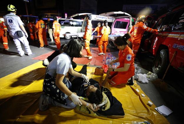 ) w mieście Nakhon Ratchasima w Tajlandii uzbrojony napastnik otworzył ogień do cywili na ulicach miasta /NARONG SANGNAK    /PAP/EPA