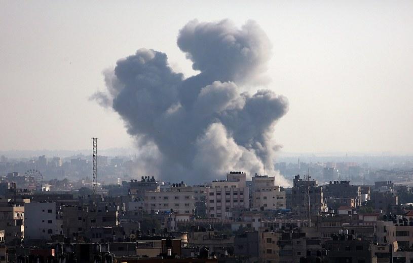 W mieście rozległy się syreny, ostrzegające przed rakietami wystrzelonymi ze Strefy Gazy /MOHAMMED SABER  /PAP/EPA