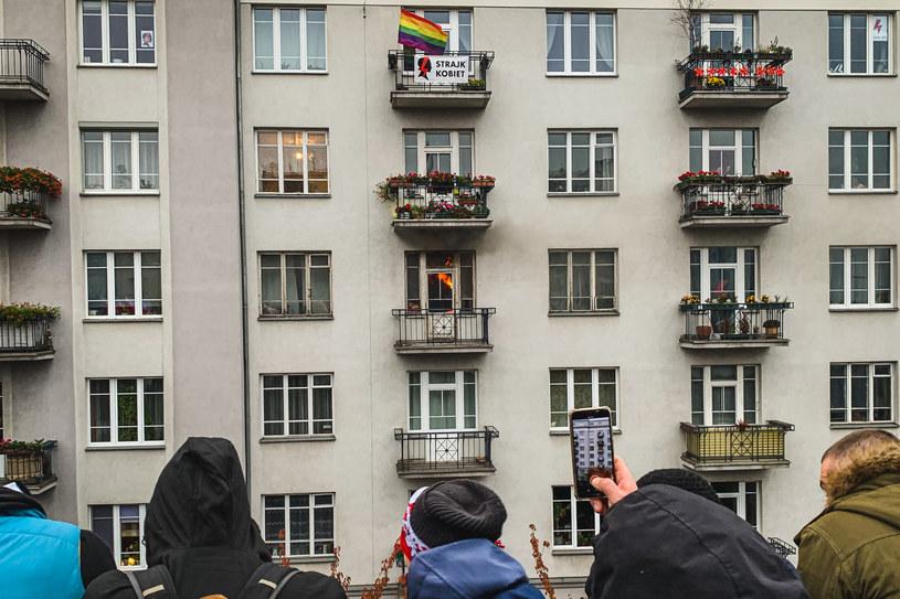 W mieszkanie trafiła raca /Marcin Bruniecki /Reporter
