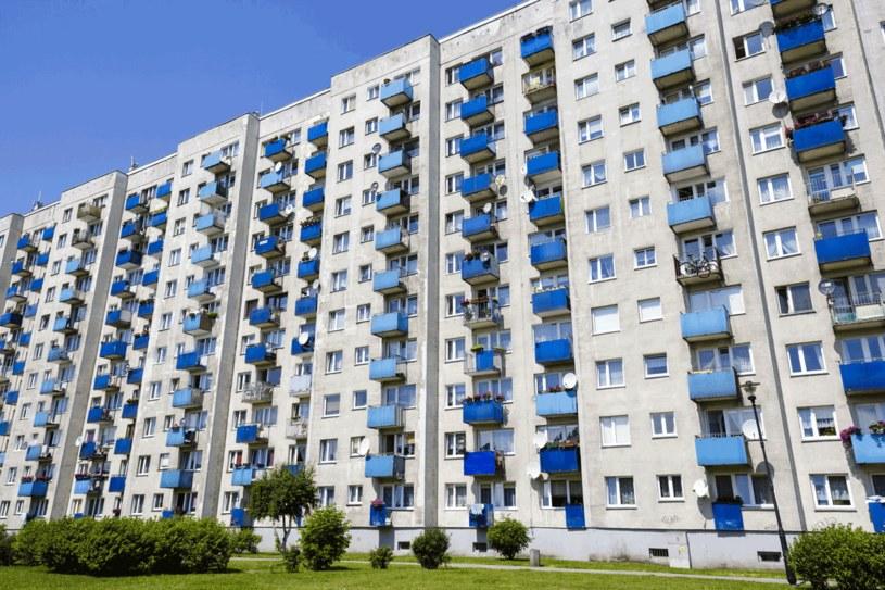 W mieszkaniu z wielkiej płyty można stworzyć nietuzinkowy klimat tanim kosztem /123RF/PICSEL