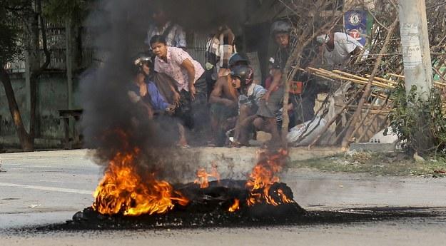 W Mjanmie wciąż trwają protesty przeciwko rządom wojskowej junty /STRINGER /PAP/EPA