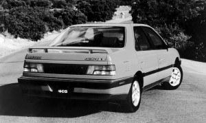 W modelu z silnikiem 16-zaworowym nie zabrakło spoilera, lecz wydaje się on dodatkiem nie bardzo pasującym do spokojnej sylwetki samochodu. /Peugeot
