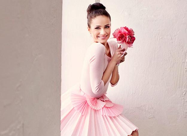 W modzie róż nazywany jest druga czernią, a w modzie ślubnej drugą bielą /abcslubu.pl