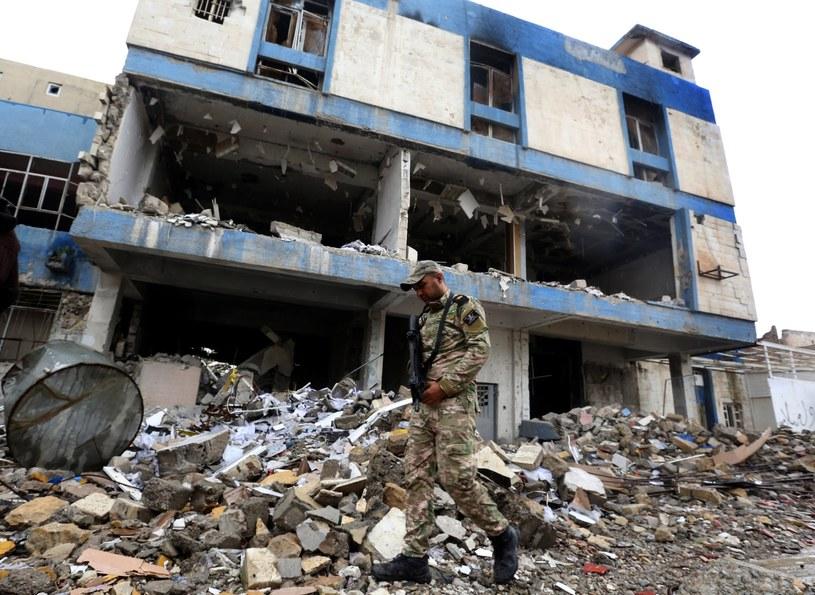 W Mosulu nadal trwają działania zbrojne /PAP/EPA