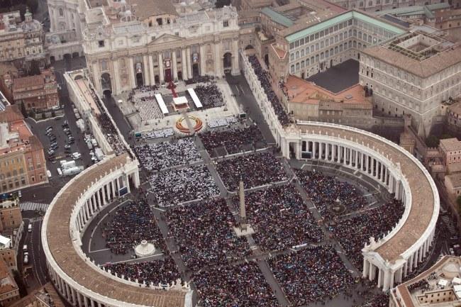 W mszy kanonizacyjnej wzięło udział 800 tys. osób /MASSIMO SESTINI/POLIZIA DI STATO/HANDOUT /PAP/EPA