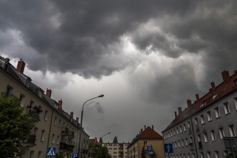 W najbliższych dniach czekają nas burze i deszcze /Dawid Tatarkiewicz /East News