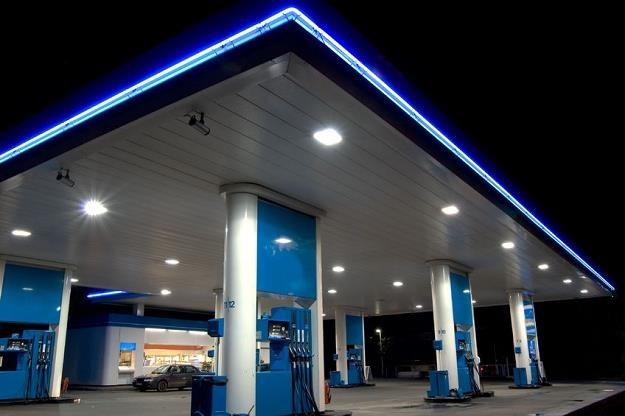 W najbliższych tygodniach ceny benzyny na stacjach paliw powinny spadać /©123RF/PICSEL
