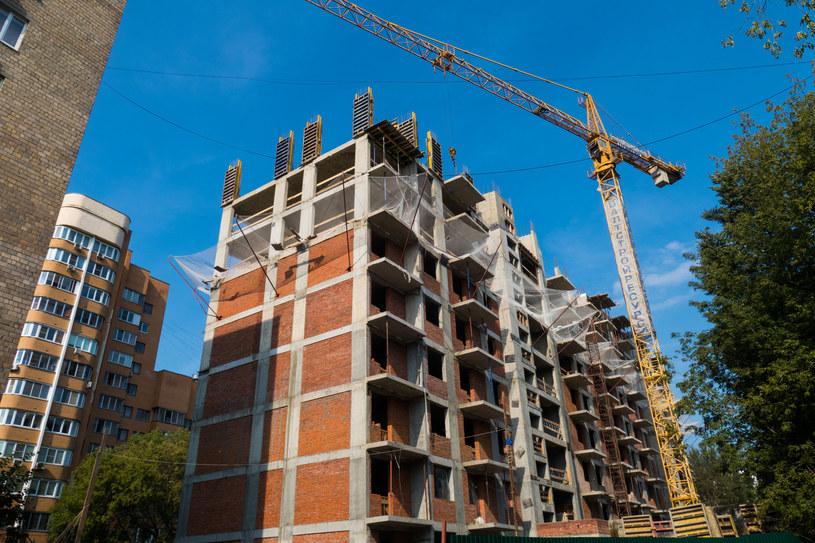 W największych miastach deweloperzy nie nadążają z budową mieszkań /123RF/PICSEL