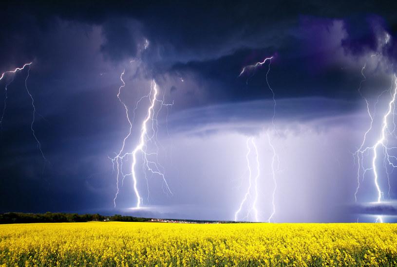 W niedzielę prawie w całej Polsce będzie burzowo /123RF/PICSEL