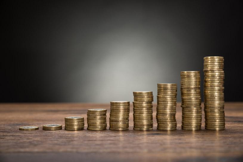 W niektórych bankach, wpłacając 10 000 zł na rok, otrzymamy odsetki wynoszące zaledwie 81 groszy /123RF/PICSEL