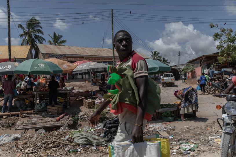 W niektórych krajach afrykańskich bezrobocie sięga nawet 34 proc., a kolejne 40 proc. żyje za jeden albo dwa dolary dziennie /Fot. Jędrzej Nowicki/PMM
