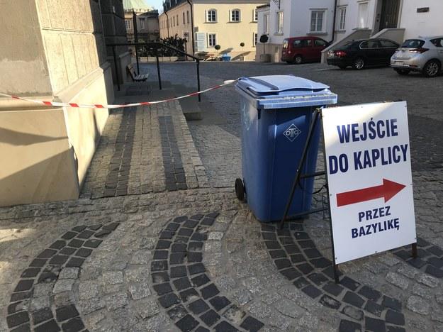 W niektórych miejscach pojawiły się taśmy oznaczające, że chodzić tam nie wolno. /Marcin Buczek /RMF FM