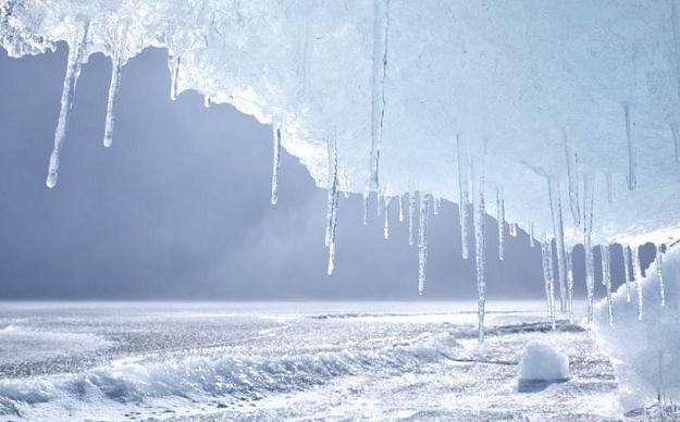 W niektórych miejscach pokrywa śnieżna sięga od 20 centymetrów do nawet pół metra /AFP