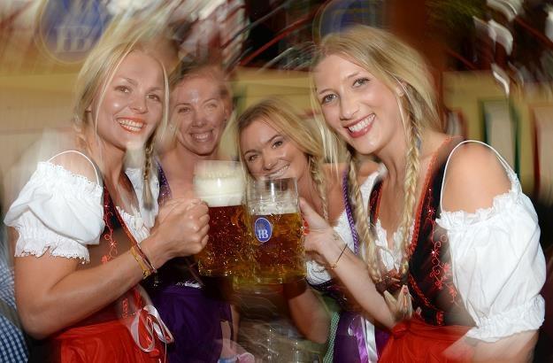W Niemczech drogi nie są dziurawe, więc te niemieckie piwoszki nie muszą się martwić /AFP