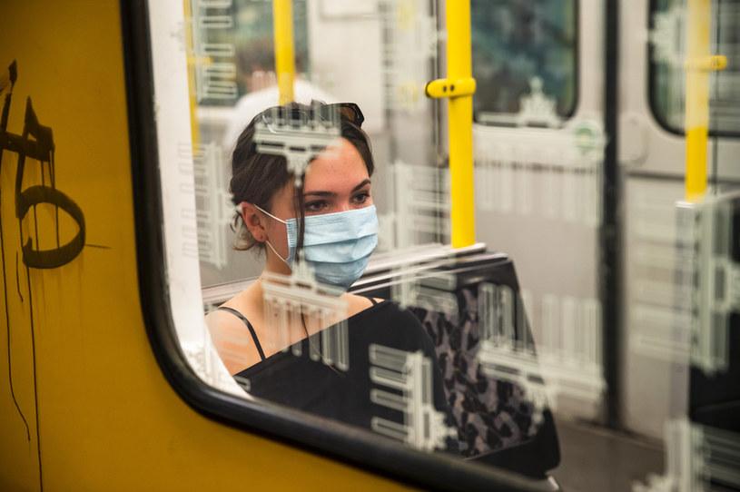 W Niemczech obowiązuje nakaz noszenia maseczek ochronnych w przestrzeni publicznej /Emmanuele Contini/NurPhoto  /Getty Images