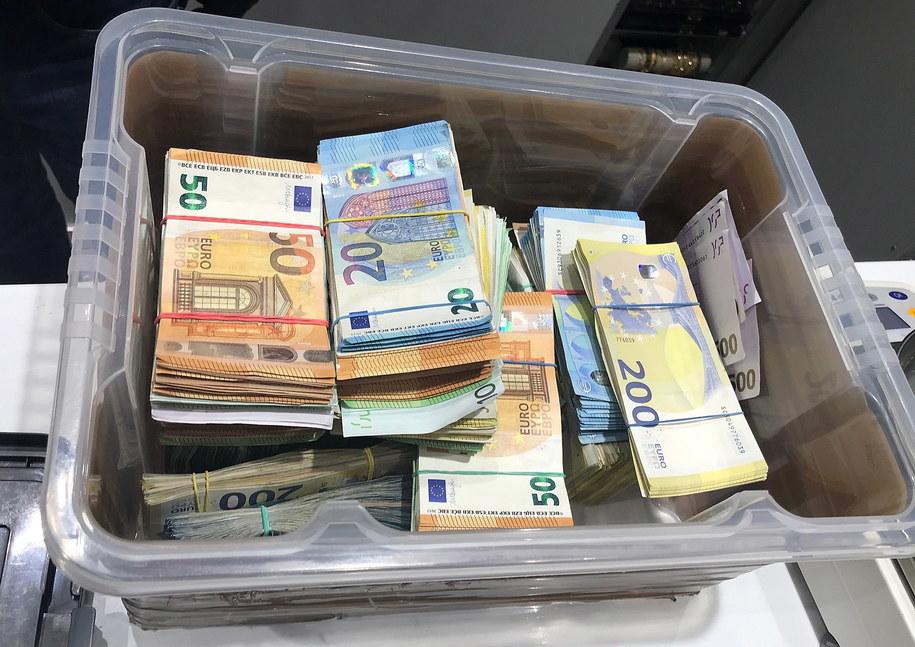 W Niemczech rocznie pranych jest 100 miliardów euro brudnych pieniędzy /STATE CRIMINAL POLICE OFFICE NORTH RHINE-WESTPHALIA /PAP/EPA