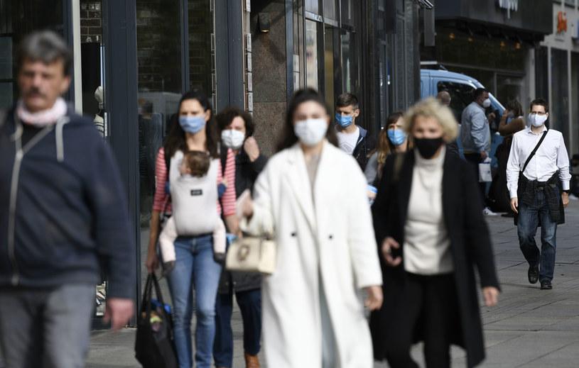 W Niemczech stwierdzono 22 964 nowe zakażenia koronawirusem /THOMAS KIENZLE/AFP /AFP