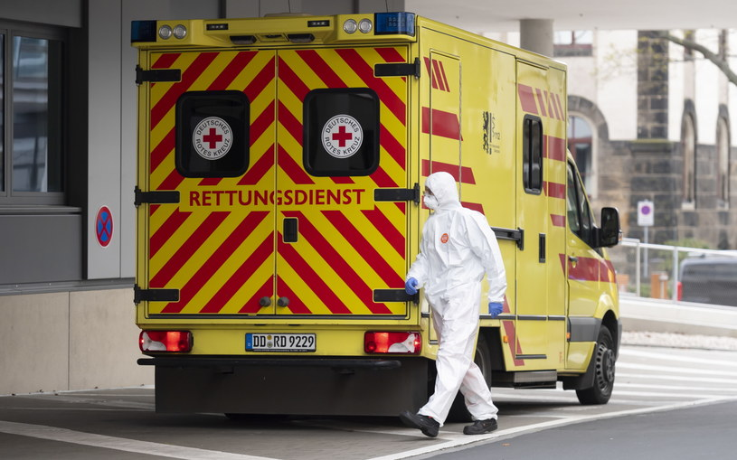 W Niemczech z powodu koronawirusa zmarło do tej pory 325 osób. /Matthias Rietschel-Pool /PAP/EPA