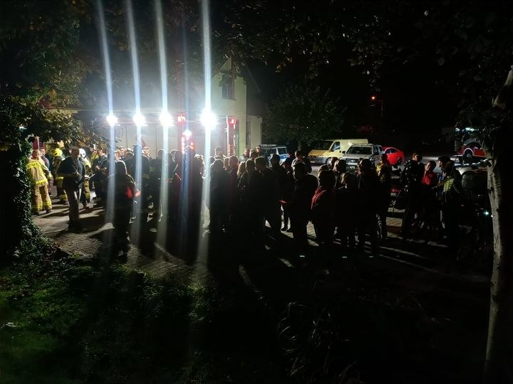 W nocne poszukiwania zaangażowało się dziesiątki osób /OSP Buczkowice /facebook.com