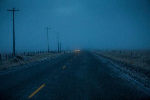 W nocy może być ślisko na drogach /Getty Images
