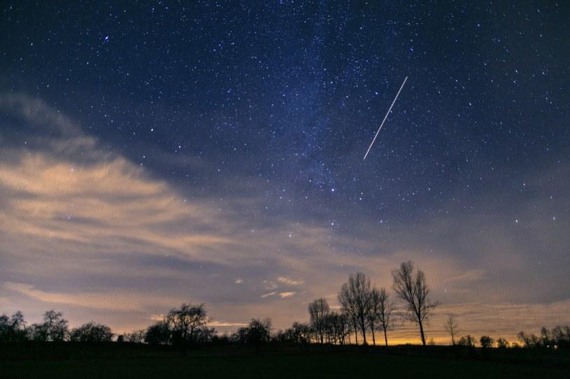 W nocy na niebie pojawi się maksimum Orionidów, czyli roju meteorów /Krzysztof Zatycki /Reporter