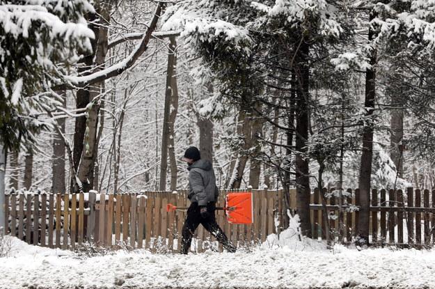 W nocy na Podhalu spadło kilkanaście centymetrów śniegu /Grzegorz Momot /PAP