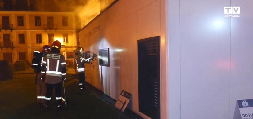 W nocy podpalono punkt szczepień i siedzibę sanepidu w Zamościu /www.zamosc.tv /materiał zewnętrzny