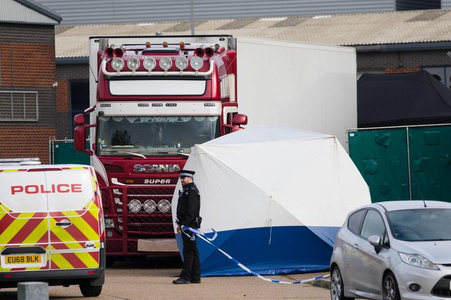 W nocy z 22 na 23 października zeszłego roku na terenie parku przemysłowego w Grays w hrabstwie Essex w kontenerze-chłodni na naczepie ciężarówki prowadzonej przez Robinsona odkryto ciała 31 mężczyzn i ośmiu kobiet /VICKIE FLORES /PAP/EPA