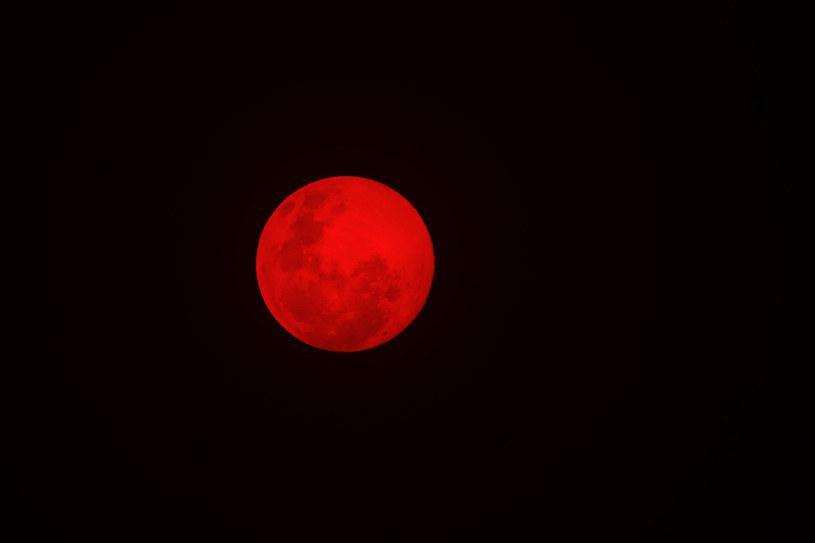 W nocy z niedzieli na poniedziałek będzie można zaobserwować neizwykłe zaćmienie Księżyca /123RF/PICSEL