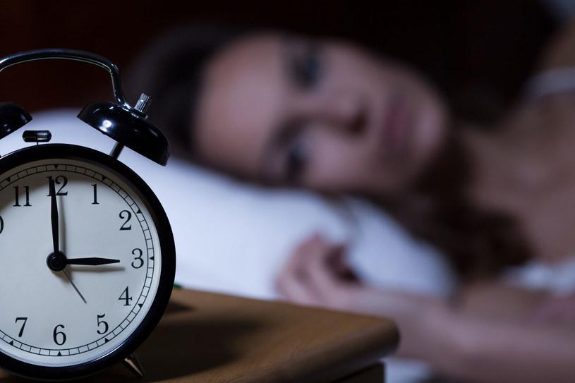 W nocy z soboty na niedzielę przestawiamy zegarki z godziny 3:00 na 2:00 /123RF/PICSEL