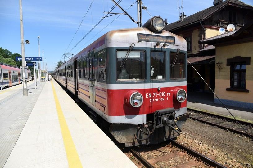 W nocy z soboty na niedzielę zmienia się rozkład jazdy na kolei /Fot. M.Lasyk/ /Reporter