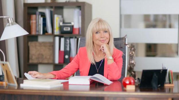 W nowej fryzurze i kobiecych strojach Wesołowska będzie kierowała zespołem rozwiązującym poważne konflikty /TVN