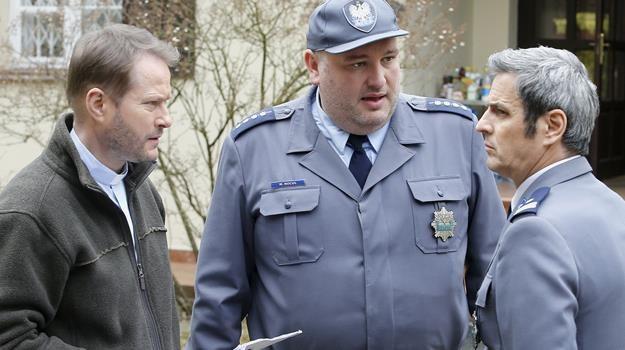 W nowej serii na duchownego i policjantów czekają same trudne sprawy / fot. Damian Grabarski /AKPA