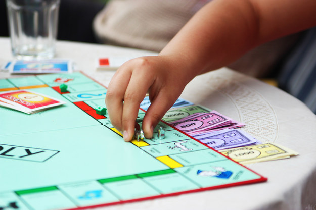 """W nowej wersji """"Monopoly"""" pojawiły się karty płatnicze /123RF/PICSEL"""