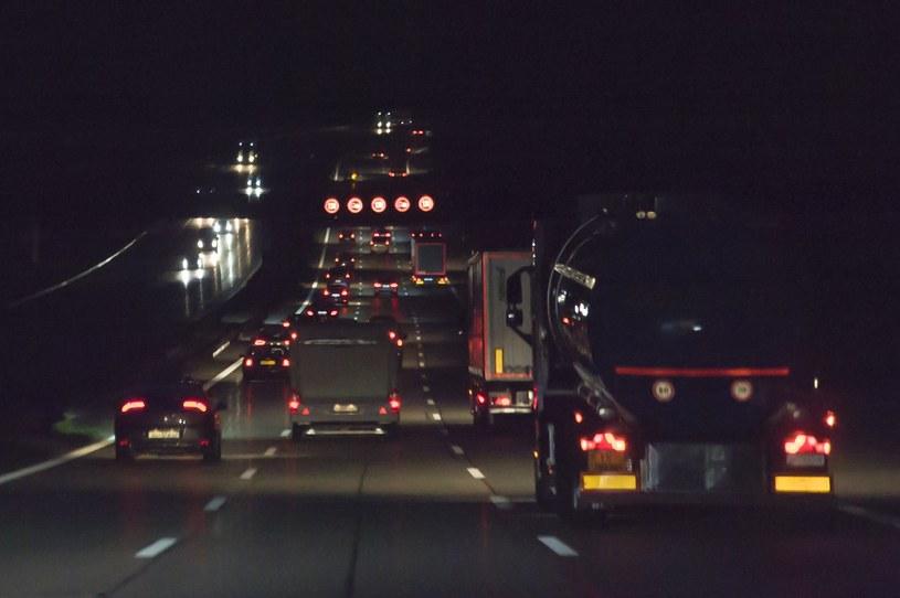 """""""W nowych ciężarówkach jest zaawansowana elektronika, przez co jeździ się nimi wygodniej i bezpieczniej. Jednocześnie stwarza to większe problemy w oszukiwaniu tachografu"""" (zdjęcie ilustracyjne) /East News"""