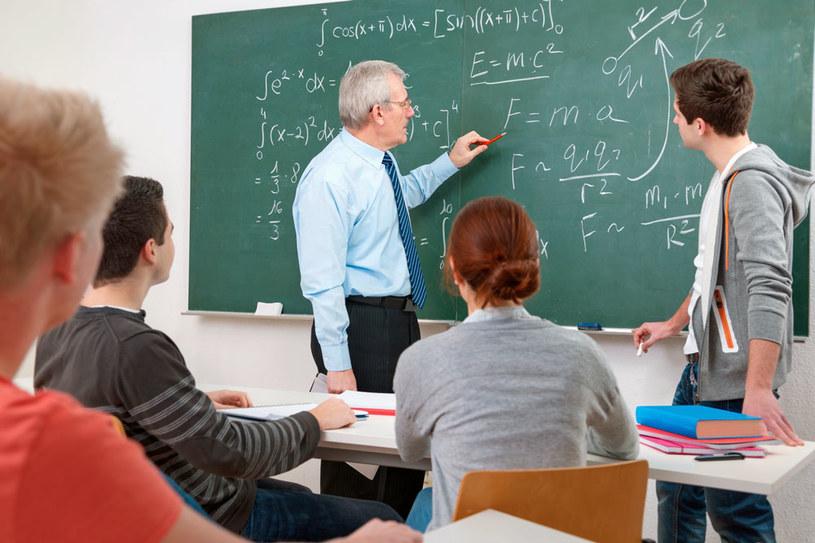 W nowym roku szkolnym m.in. zmniejszenie pensum i podwyżki dla nauczycieli /123RF/PICSEL