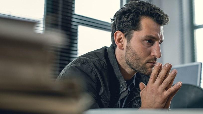 W nowym sezonie Tomasz (Wojciech Zieliński) odzyska kontrolę nad swoim życiem, a czeka go bardzo trudne śledztwo /AXN