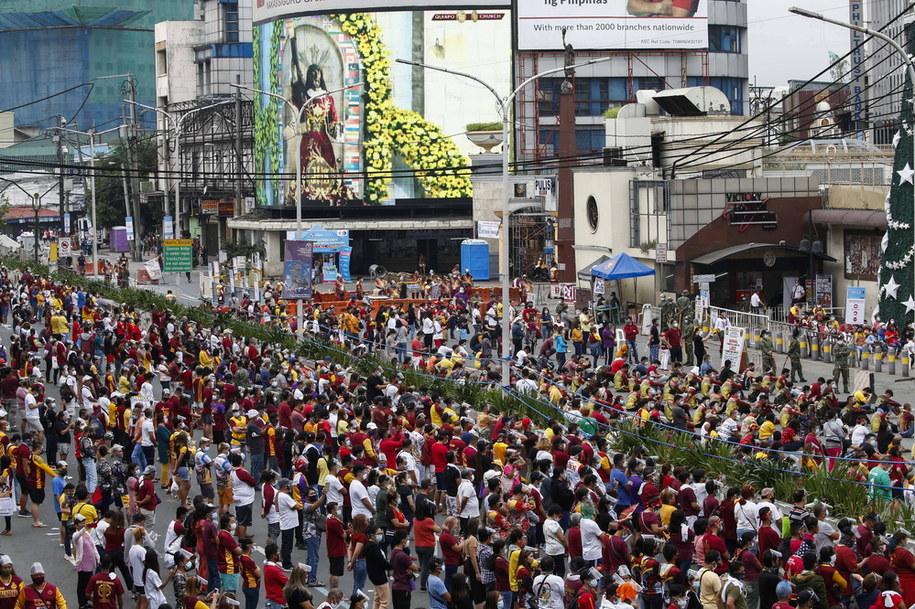 W obchodach święta Czarnego Nazarejczyka wzięło udział około 400 tysięcy osób /PAP/EPA