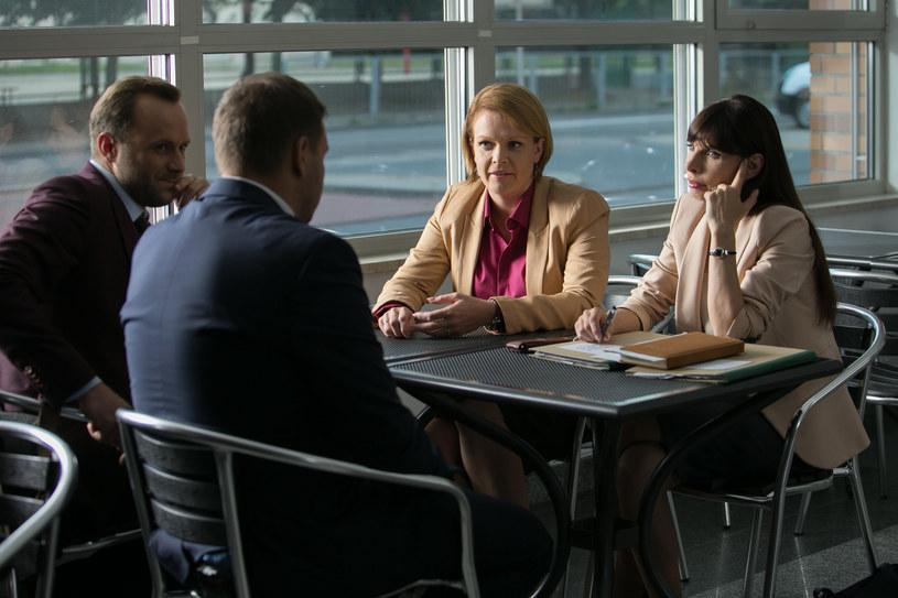 W obronę Doroty włączy się też Marek (Leszek Lichota) /x-news / Agnieszka K. Jurek /TVN
