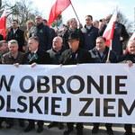"""""""W obronie polskiej ziemi"""". Kilkuset rolników protestowało w Warszawie"""