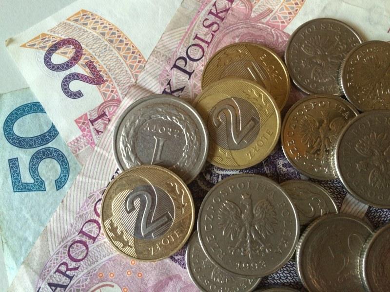 W ocenie agencji, wzrostowi gospodarczemu w Polsce sprzyjać będzie rosnąca konsumpcja prywatna /Archiwum RMF FM