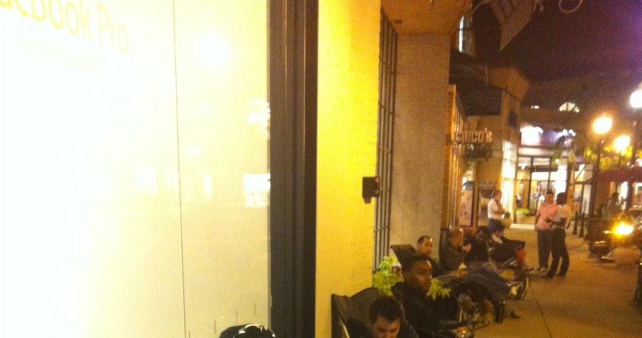 W oczekiwaniu na iPhone'a 5. Tysiące ludzi koczują przed sklepami