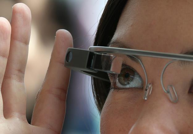W odniesieniu do Google Glass pojawiają się nie tylko wątpliwości natury prawnej, ale i medycznej /AFP