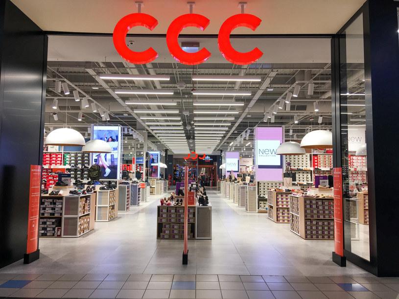 W odpowiedzi na informację o zamknięciu galerii handlowych w pierwszej chwili notowania giełdowe CCC tąpnęły... /Piotr Kamionka /Reporter