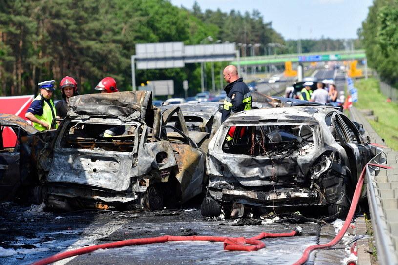 W ogniu zginęło sześć osób, w tym troje dzieci. A kierowca ciężarówki w ogóle nie powinien wyjechać na drogę / Marcin Bielecki    /PAP