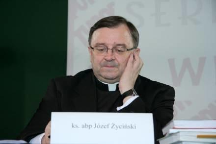 W opinii abp. Życińskiego darowanie organów stanowi wyraz miłości / fot. S. Rozpędzik /Agencja SE/East News