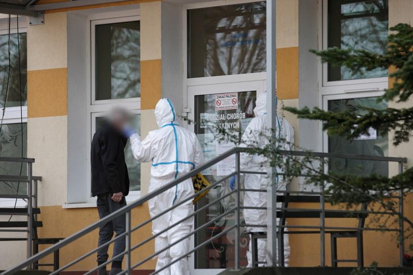 W Opolskiem na oddziałach szpitalnych obecnie przebywa 24 chorych z podejrzeniem zakażenia koronawirusem. Poddanych kwarantannie jest 354 mieszkańców regionu. Pod nadzorem sanepidu znajduje się 1014 osób / Lech Muszyński    /PAP